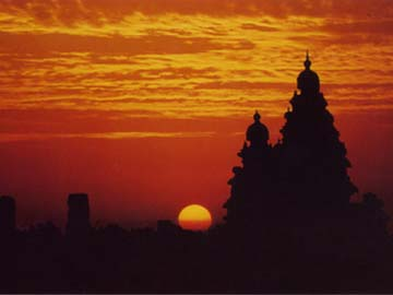 http://www.gosai.com/chaitanya/events2003/mahabali-shore-temple.jpg
