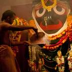 Offering incense to Jagannatha