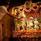 Syamasundara Dasa Offering Arati