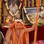 Giri Maharaja Chanting