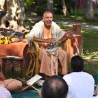 Srila Guru Maharaja giving class