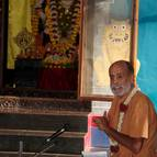 Sripada Visnu Maharaja Giving Class to the Devotees