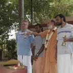 Visnu Maharaja offers Arati