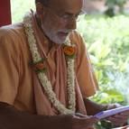 Visnu Maharaja giving class