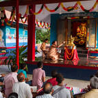 Devotees watching the abhiseka